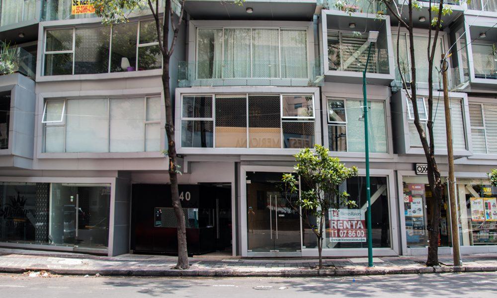 Fachada de locales comerciales a pie de calle en atenas 40 colonia Juárez